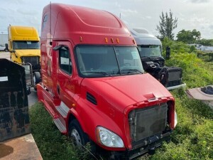 2012 FREIGHTLINER CASCADIA TRACTOR - VIN #1FUGGHDV3DSBH7786 - RED - SLEEPER CAB - MILES UNKNOWN (NO KEYS / NO BATTERIES / MISSING 3 TIRES) (LOCATED IN DAVIE, FL) (OT-NK-R5)