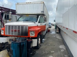 1993 GMC TOPKICK BOX TRUCK - VIN #1GDE6H1P2PJ511207 - WHITE - MILES UNKNOWN (NO KEYS / DOESN'T RUN) (LOCATED IN DAVIE, FL) (T-NK-R4)