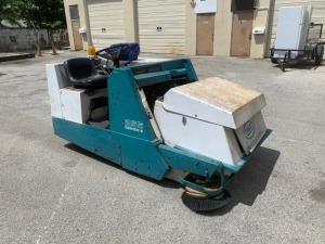 2001 TENNANT 255 II SWEEPER - FORD 4-CYLINDER GAS ENGINE - 2,060 HOURS - SERIAL No. 255-38123 (LOCATED IN DAVIE, FL)