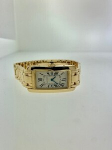 CARTIER TANK AMERICAINE W26014K2 LADIES WATCH - 18K YELLOW GOLD CASE - 18K YELLOW GOLD BRACELET WITH HIDDEN DEPLOYMENT CLASP - WHITE DIAL WITH BLACK ROMAN NUMERAL HOUR MARKERS / BLUE STEELED HANDS - 18K YELLOW GOLD BEZEL - SCRATCH RESISTANT SAPPHIRE CRYST